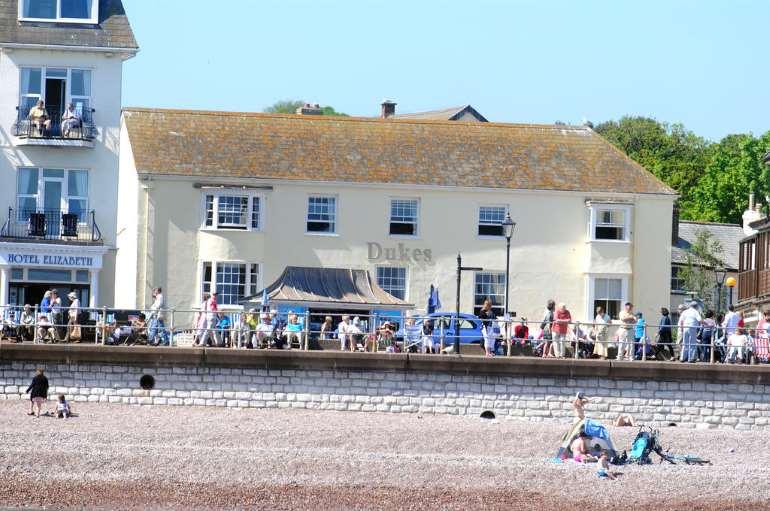 Seaside Inns, Waterside Inns and Hotels by the Sea   English